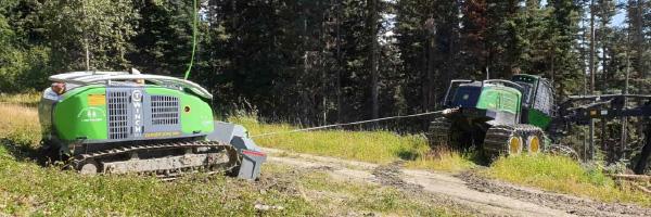 林業用自走式トラクションウィンチ